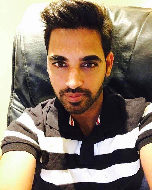 Selfie moment for the swing master Bhuvneshwar Kumar  #IPL2017 For more cricket fun click: http://ift.tt/2gY9BIZ - http://ift.tt/1ZZ3e4d
