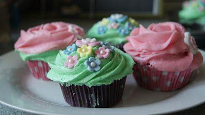 Chokolade Cupcakes med Vanille Frosting
