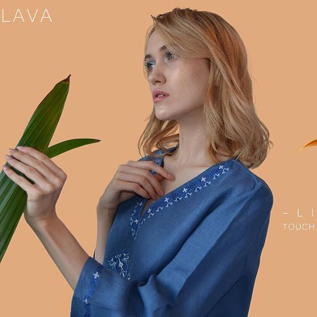 🌿🍃 #roduslava #roduslavahalenka #embroidery #linen #slovanskamoda #slavicfashion #slavic #fashion #blouse