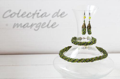 Urban green - crochet beading necklace by Colectia de margele  www.colectiademargele.ro