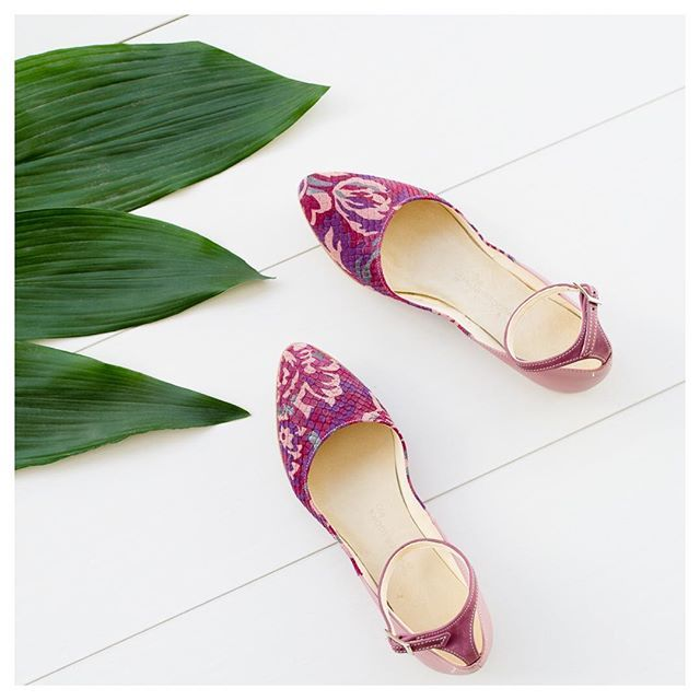 Violetta is a romantic piece of Mandragora design collection available only at @clique_design_studio in limited quantity.  ----------------------------------------------------  #mandragoradesign #mandragora_design #limitededitionshoes #designershoes #comfortablechic #comfyshoes #shoesoftheday #ihavethisthingwithshoes #shoedesign #shoelover #womenstyle #florallove #balletflats #flatshoes #handmadeshoes #uniquestyle #uniqueshoes #inspiredbynature #romanticmood