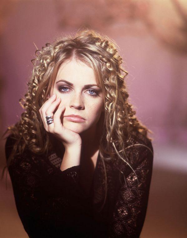 Kultige Frisuren Der 90er Jahre Und Frauen Die Das Jahrzehnt Gepragt Haben 90er Frisuren Haar Styling Rachel Haarschnitt