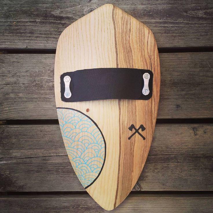 Proto en frêne avec sangle réglable. #lebucheron #handboard #handmade #handplane #bois #wood #bodysurfing #bodysurf #thetorpedopeople #saltwaterplayers #palmipede #design