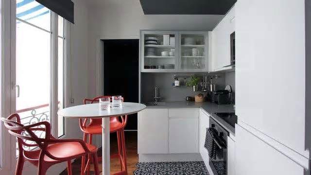 Des petites cuisines fonctionnelles C'est une question cruciale... Comment rendre ma petite cuisine fonctionnelle? 4 experts de l'aménagement intérieur et de la déco vous proposent une solution pour des petites cuisines de 4m2 et moins, plans à l'appui. Pour délimiter le coin cuisine, l ...