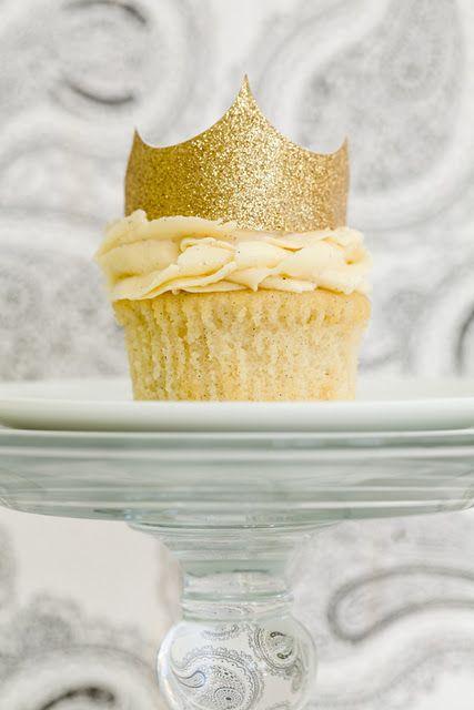 vanilla cupcake ~~YUM !