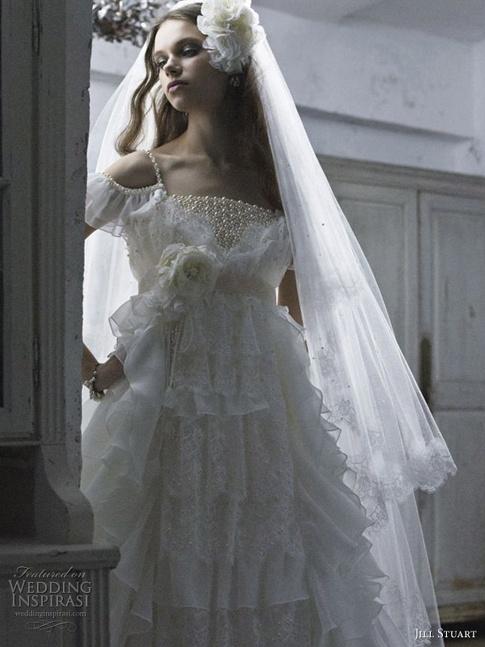 10-feminine_wedding_dresses
