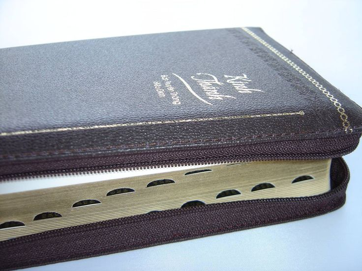 One of the best in our store!! Beautiful Luxury Vietnamese Bible  Zipper  Embossed Leather with Thumb Index, Gold Edges  Revised Vietnamese Version Text  Kinh Thanh – Ban Truyen Thong Hieu Dinh  PRINTED IN KOREA!   High quality print and binding!