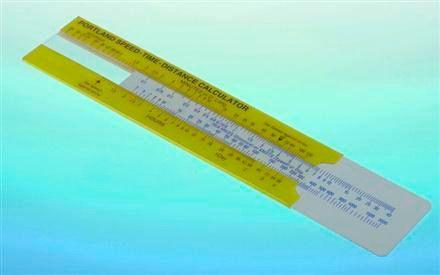 A sebesség – idő – távolság kalkulátor a vitorlázók, hajósok fejszámolást helyettesítő egyszerűen használható segédeszköze. Egyetlen mozdulattal juthatunk értékes adatokhoz: legyen az éppen az adott sebesség és hátralevő távolság ismeretében a további utazási idő kiszámítása, vagy a három tényezőből