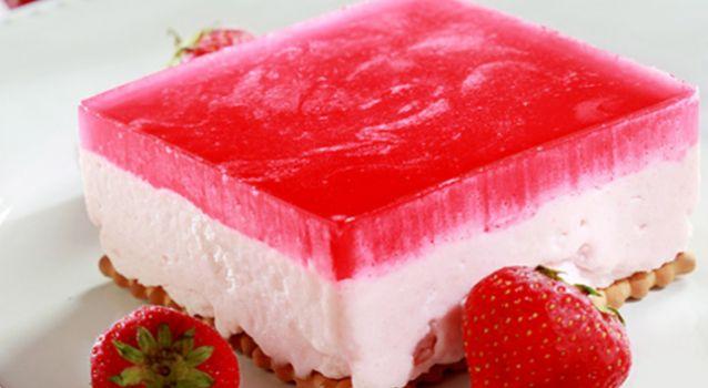 Φραουλογλυκό ψυγείου με γιαούρτι και ζελέ