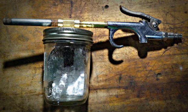 Highly Versatile Soda Blaster (миниатюрная пескоструйка)