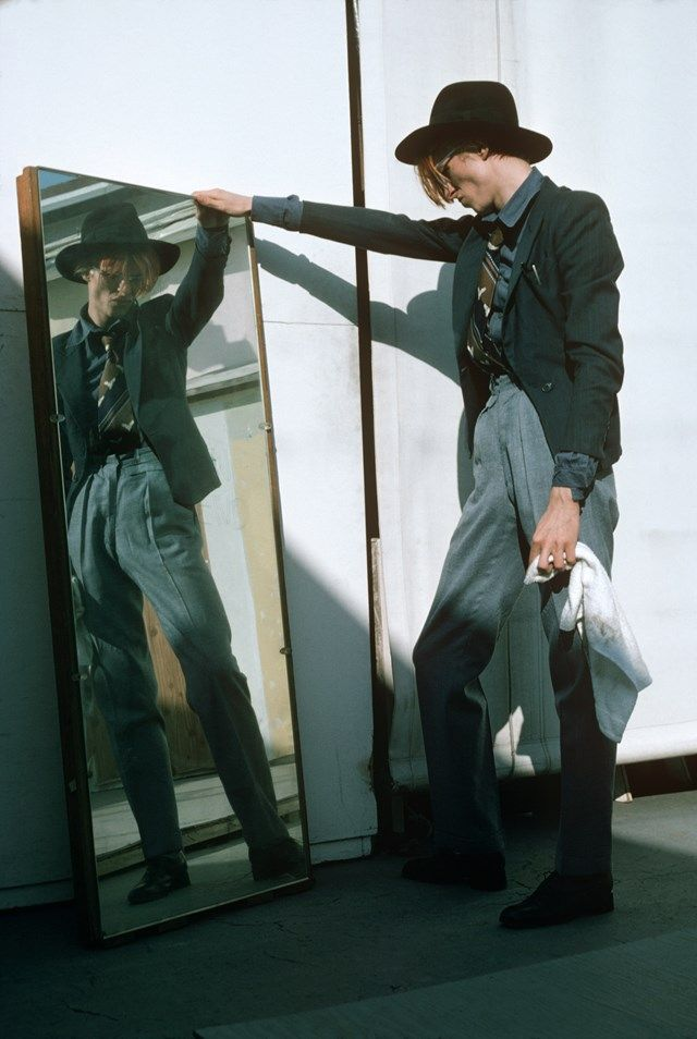David Bowie exclusive, photography Steve Schapiro - During the 1974 studio shoot, we brought a dressing room mirror outside and played around with it, Los Angeles 1974