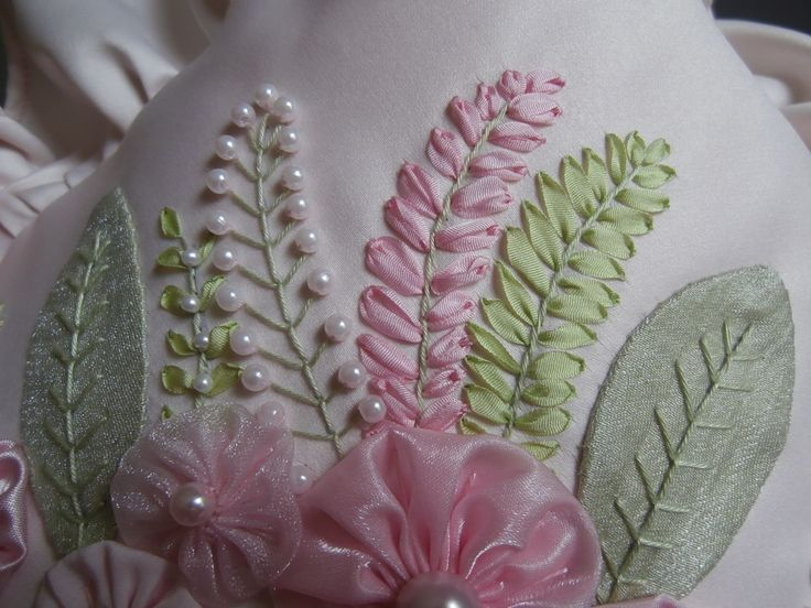 learn to do fern leaves silk ribbon embroidery by Lisa Jones. W O W