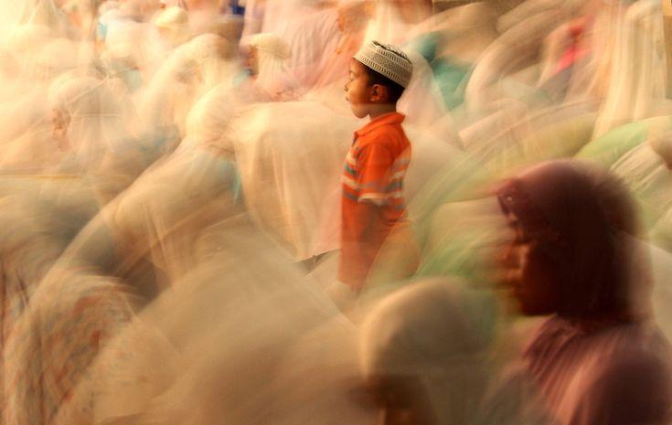 Ramadan 2012 begins - great long exposure shot