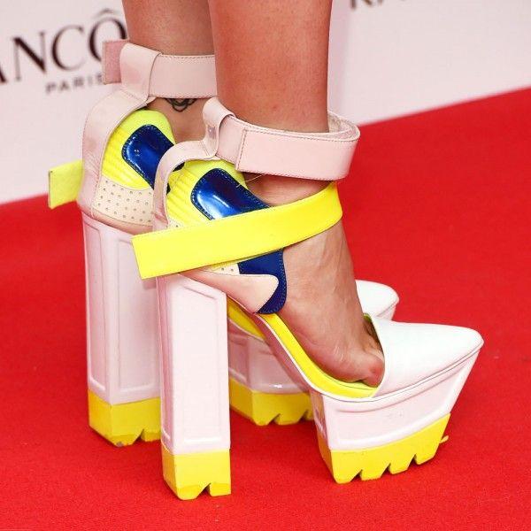 Now THESE are statement heels. Bravo, Laura Whitmore. Bravo...
