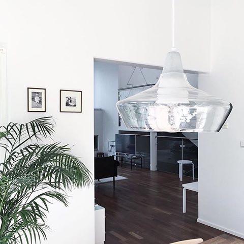 Glass pendant in Scandinavian living room Laaka - Laura Väre