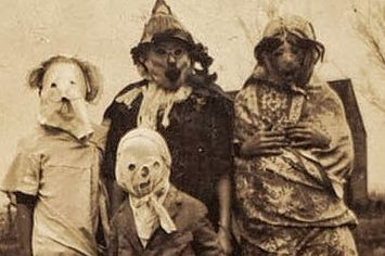 These Vintage Halloween Costumes Will Give You Nightmares