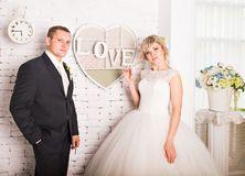 Славные молодые пары свадьбы - Скачивайте Из Более Чем 46 Миллионов Стоковых Фото, Изображений и Иллюстраций высокого качества. изображение: 71554151