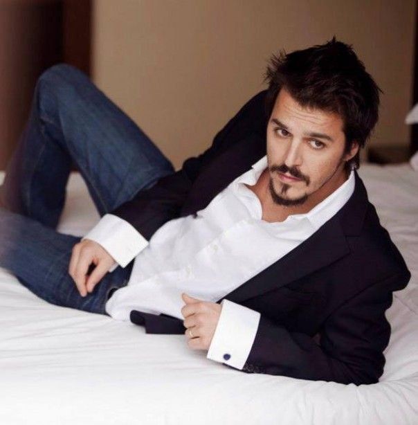 Mehmet Gunsur, prominent Turkish actor equivalent of Johnny Depp for Turkey. He also played in a gay character in famous Italian-Turkish move Bagno Turco / The Steam directed by Ferhan Ozpetek.