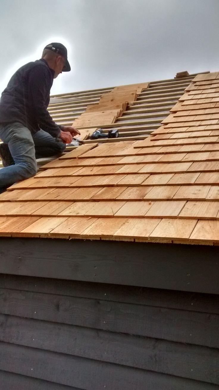 Best Cedar Shingles Going On In 2019 Cedar Shingles Roof 400 x 300