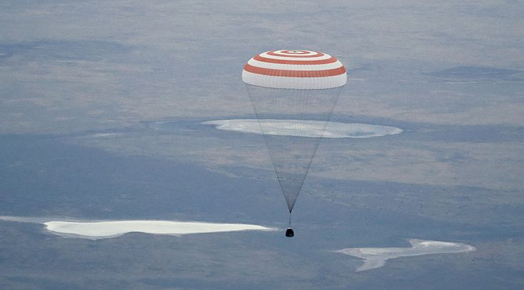 Russian cosmonaut sets new space record, lands with two first-timers in Kazakhstan (PHOTOS) http://sumo.ly/88oI  The Soyuz TMA-16M capsule carrying the crew of Gennady Padalka of Russia, Aidyn Aimbetov of Kazakhstan and Andreas Mogensen of Denmark, descends beneath a parachute just before landing near the town of Zhezkazgan, Kazakhstan, September 12, 2015 © Yuri Kochetkov