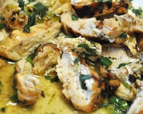 Creamy Balsalmic Chicken (Crock pot) 1 teaspoon garlic powder 1 teaspoon dried basil 1/2 teaspoon salt 1/2 teaspoon pepper 2 teaspoons dried minced onion 4 garlic cloves, minced 1 tablespoon extra virgin olive oil 1/2 cup balsamic vinegar 8 boneless, skinless chicken thighs (about 24 ounces) or breasts sprinkle of fresh chopped parsley