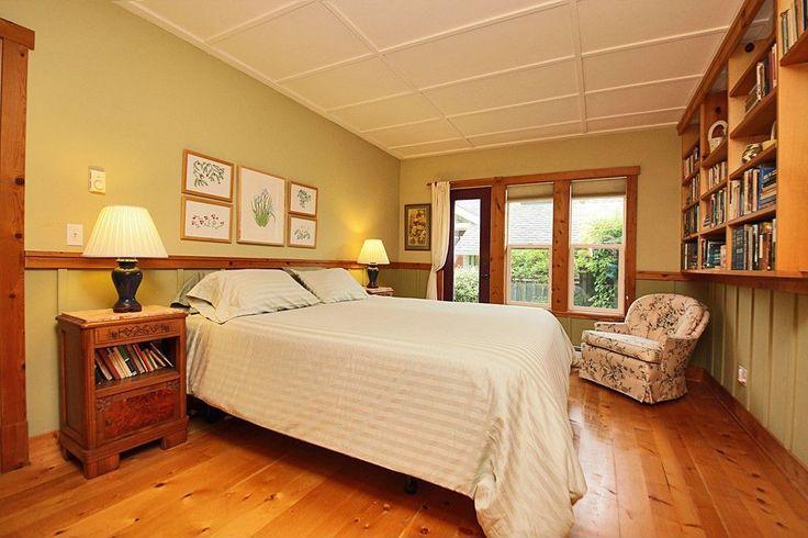Craftsman Master Bedroom with Hardwood floors, Damask Stripe 500 Thread Count 3-piece Duvet Cover Set, Box ceiling