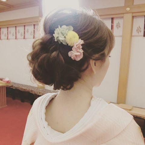 結婚式で《白無垢》や《色打掛け》を着る予定の花嫁さん♡ 和装に合うおしゃれな髪型は見つかりましたか?* まだ決まっていないという花嫁さんのために、インスタのおしゃれ花嫁さんから学ぶ、旬な「洋髪スタイル*7タイプ」をご紹介します♪ 2015年秋冬は、和装ヘアのトレンドが大きく変化しているので、要チェックですよ♪