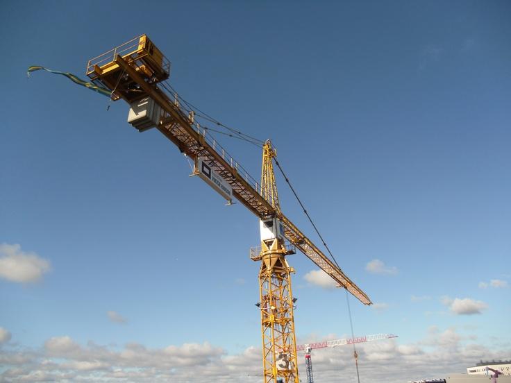 Kran från byggprojekt i Annedal
