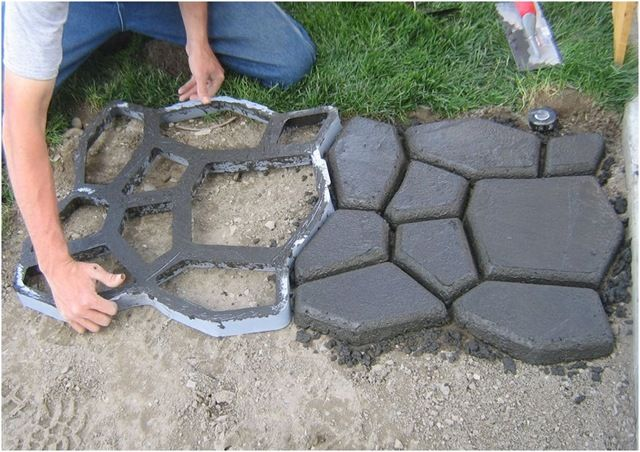 DIY concrete cobblestones.Cobblestone Paths, Ideas, Concrete Cobblestone, Stones Paths, Gardens, House, Concrete Moldings, Diy, Backyards