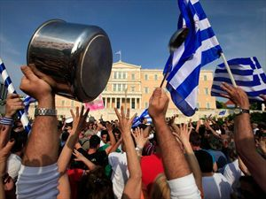 "Liberation: Οι Έλληνες από ""γουρούνια"" έγιναν ""θύματα"""