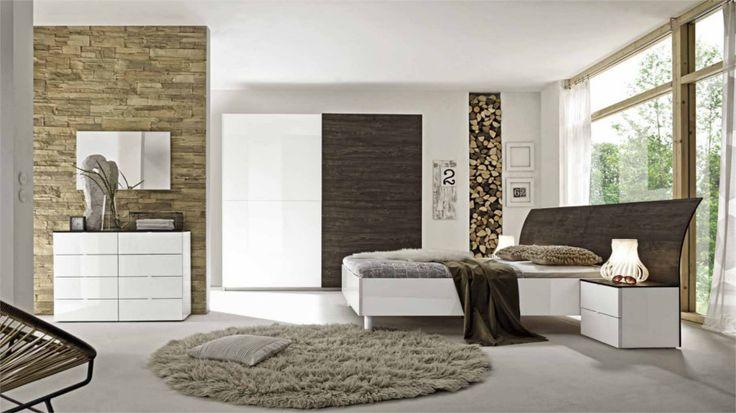 Camera da letto matrimoniale moderna con armadio ante scorrevoli, finiture essenza e laccato lucido. #arredamento #mobili #camera #letto #armadio