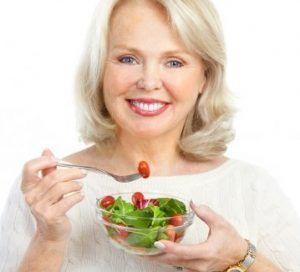 Een slank lichaam is gezond. Dat zou met stip reden nummer 1 moeten zijn om je gewicht ook op latere leeftijd onder