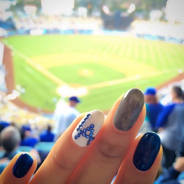 LA Dodgers ⚾️ Who else likes matching #nails to their favorite sport team?! #nailart #dodgers #karengnails #Padgram