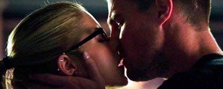 Stephen Amell revela a quién de sus compañeras de reparto le ha gustado más besar - Noticias de series - SensaCine.com