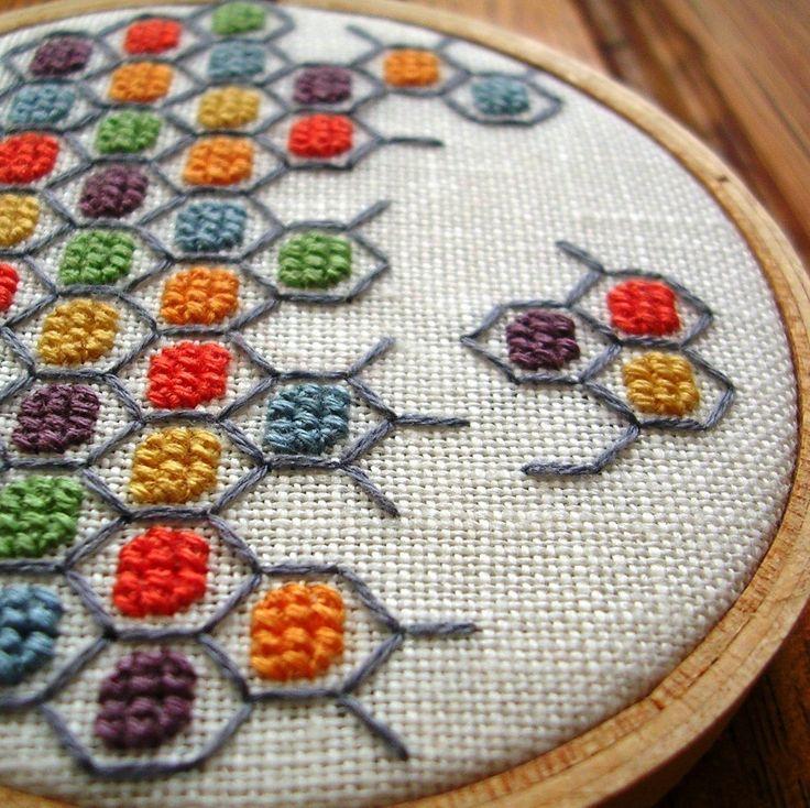 Geometric Cross stitch by GeorgicaDesigns - so much lovely stuff in her Etsy shop! Bordado em colméia