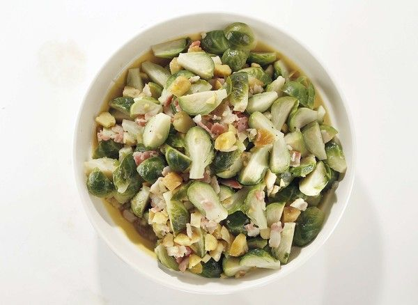 Brussels sprouts braised with bacon and chestnuts: recipe