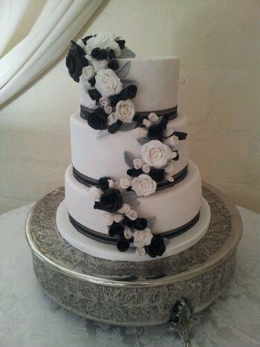 Black, white and silver wedding cake
