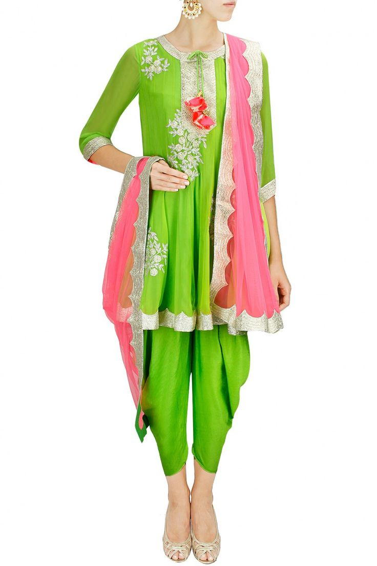 *Not a sari, but part of the South Asian wardrobe repertoire... And so pretty!