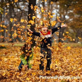 Fall family photos what to wear for your family pictures in the fall. Tips on outfit ideas, colors, shoes, boots and fall accessories for fall family photos