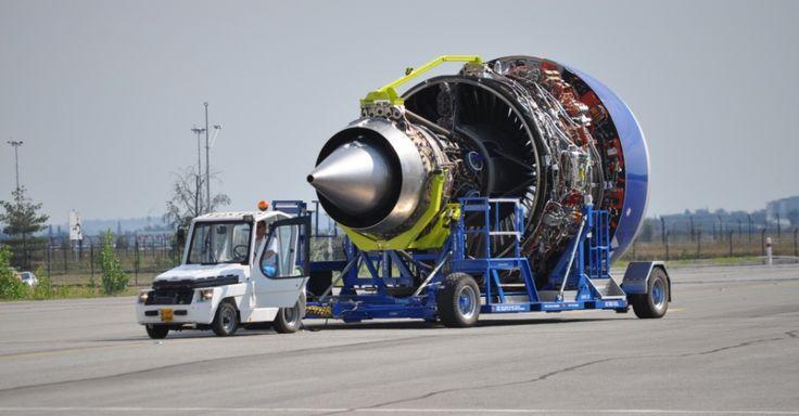O A350 XWB usa um motor Rolls Royce Trent, desenvolvido especialmente para o avião. Segundo a Airbus, ele foi otimizado para fazer pouco barulho e economizar combustível.