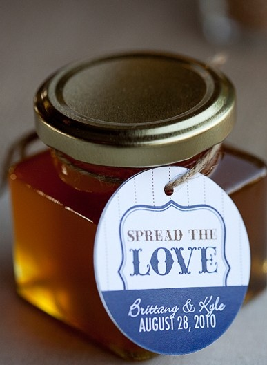 spread the love favor tags, Jenny isn't this cute... But with pour/drizzle for you olive oil?