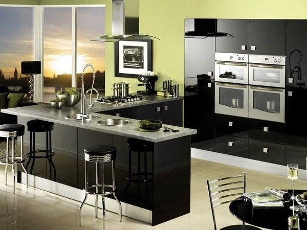 Кухня черного цвета в стиле хай-тек