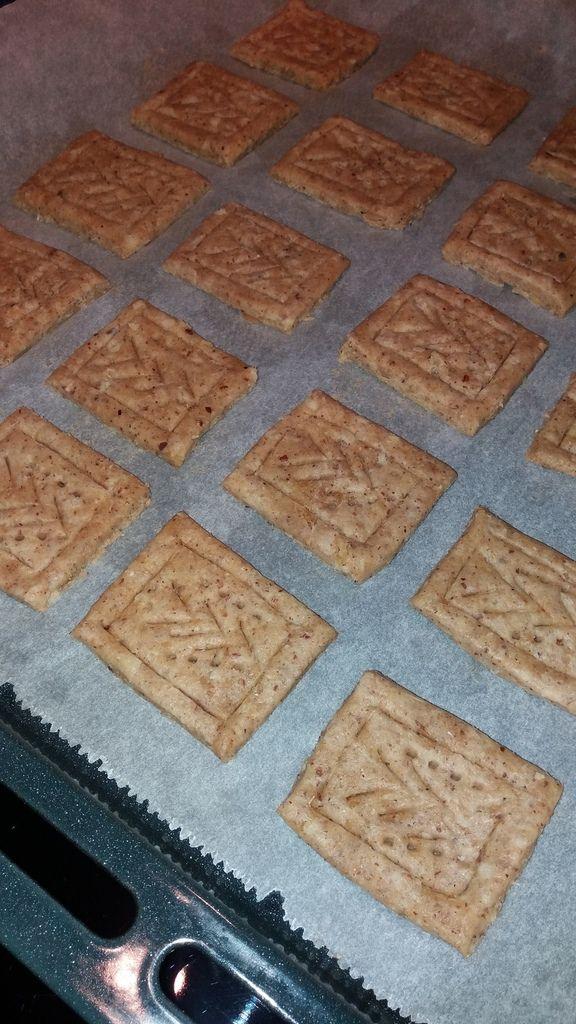 Les biscuits du commerce sont gras, très sucrés, souvent pauvres en fibres. Mon objectif est de retrouver le goût et la texture de mes biscuits préférés avec des ingrédients simples et sains. Afin de prendre ou d'offrir un goûter à mes enfants sans culpabiliser....