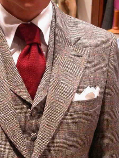 Complet 3 PiècesVeste droite à un bouton, en 'Saxony Flannel' motif Prince de galles