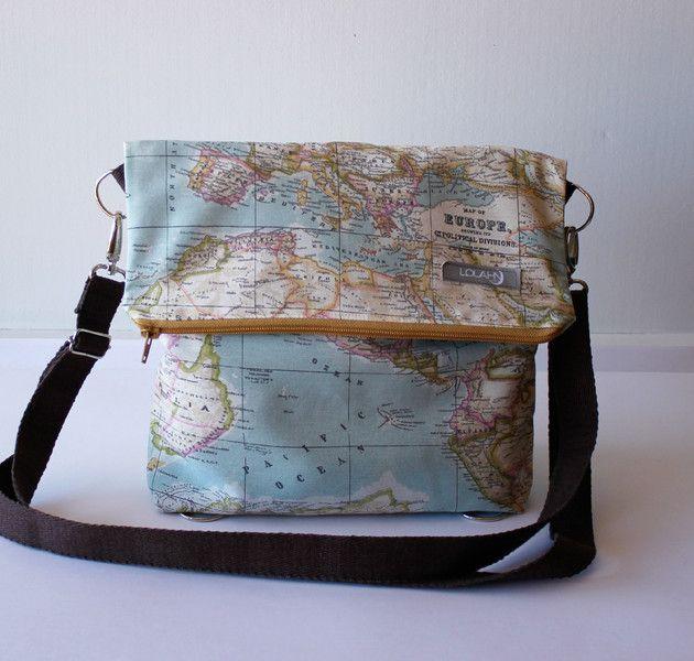 Schulter-Tasche+-+Rucksack+Weltkarte+Big+von+LoLahn+Handmade+-+Taschen,+Rucksäcke,+Schlauchschal,+Hüte+und+Mützen.+auf+DaWanda.com