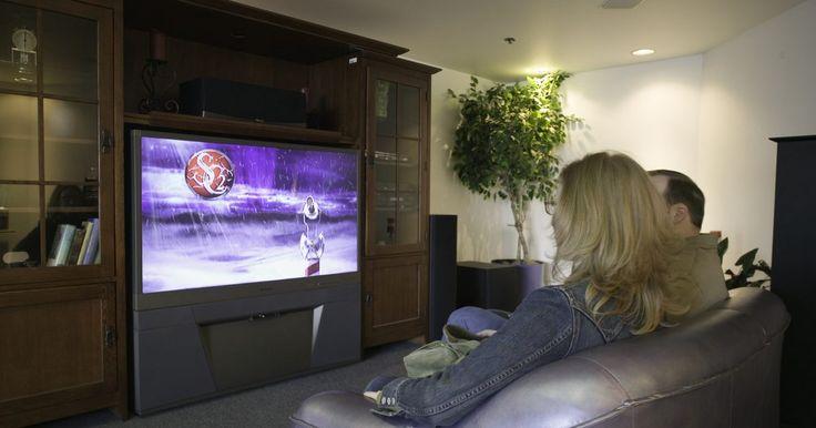 Passo a passo da configuração de um home theater da Sony Bravia. O sistema de home theater da Sony Bravia é conhecido como cinema em uma caixa. Ele tem todos os alto-falantes que você precisa para um sistema surround. Ele também inclui um DVD ou Blu-Ray player, que funciona como um receptor. Sua configuração é feita ao conectar as caixas de som no receiver e este na TV. A Sony fez um sistema de fácil ...
