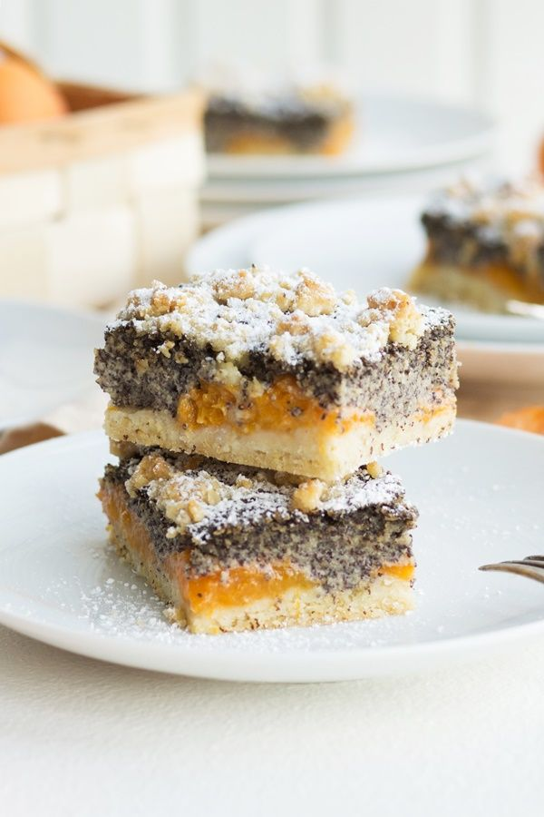 simple recipe for juicy poppy seeds and apricot slices with sprinkles
