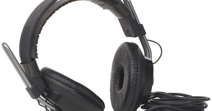 Como colar espumas de fone de ouvido. As espumas para orelha em fones de ouvido têm a tendência de deslizar, escorregar e cair. Colar essas espumas é uma forma inteligente de mantê-las seguras e presas permanentemente. Os adesivos também ajudam a consertá-las. Aderir ou fixar permanentemente as espumas de fone de ouvido é mais barato de que comprar substitutas. Não tenha pressa quando ...