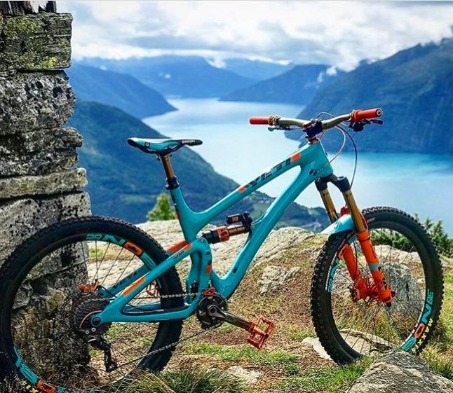 One Of The Best Bikes And Best Backdrops Out There Swetrail