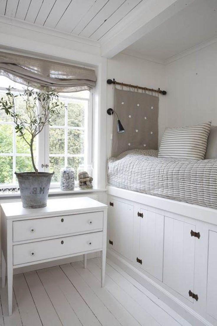 Ideas de almacenamiento en frío para espacios pequeños:Me gusta el barral con el almohadon como cabecero